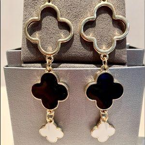 Alhambra Clover Motif Earrings